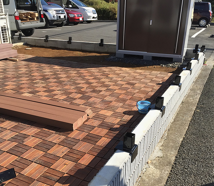 既存フェンスの撤去と金具の設置
