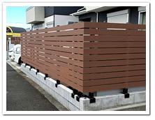 お庭への人工木目隠しボーダーフェンス設置例