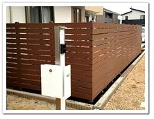 オープン外構への人工木ボーダーフェンス設置