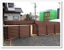 お庭周囲への人工木ドッグラン&門扉設置例
