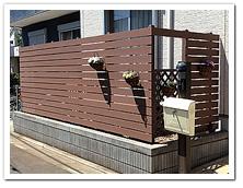 お庭への人工木ボーダーフェンスと門扉&デッキ設置例