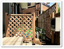 天然木ラティスから人工木へのお取り替えと門扉設置
