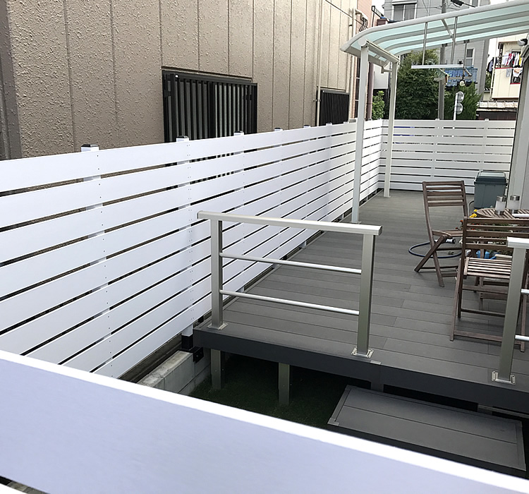 人工木ホワイトボーダーフェンス完成!