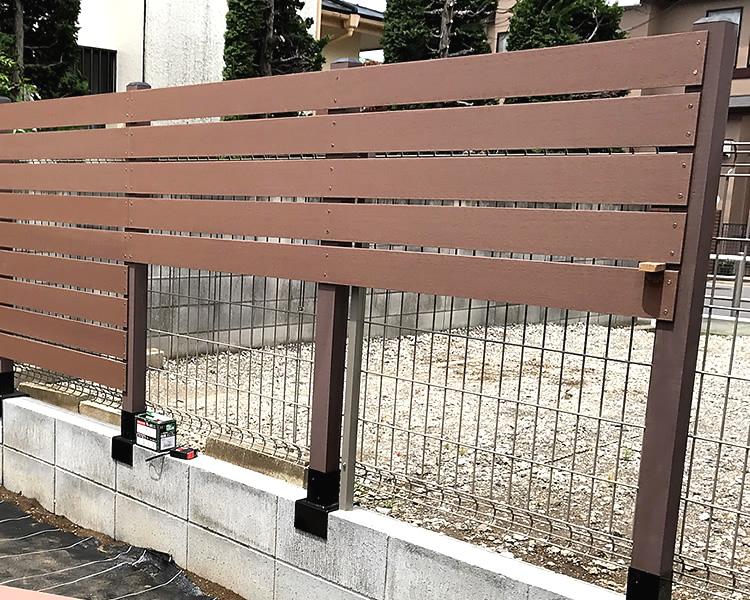 人工木フェンス設置風景