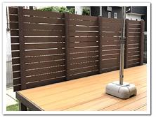 既存のオープンデッキ前面を目隠しした人工木フェンス設置例