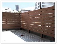 バルコニーの目隠しとして設置した人工木ボーダーフェンス