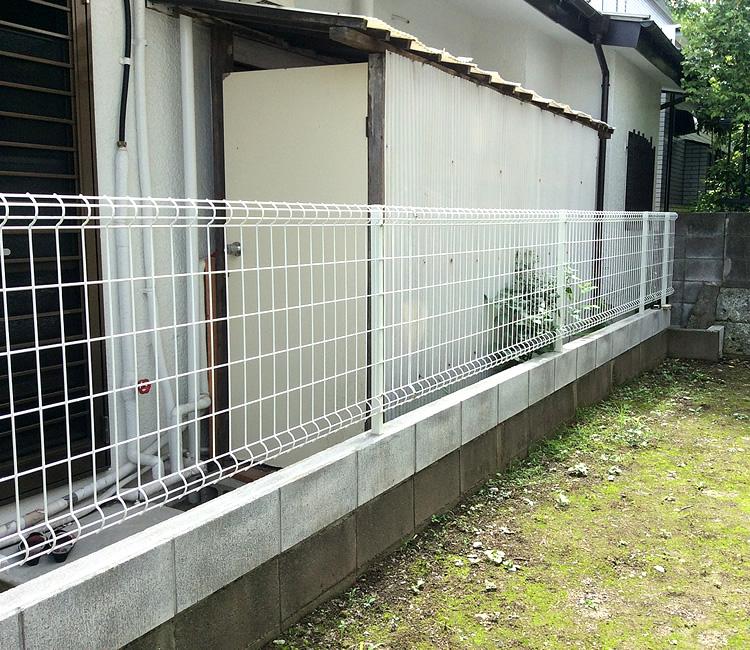 設置前のお庭境界部分