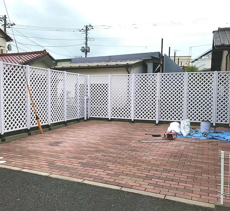 駐車場周囲へのラティス設置完成!