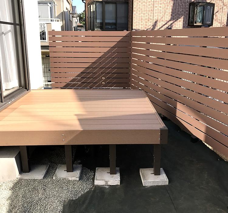 人工木フェンスとデッキ完成