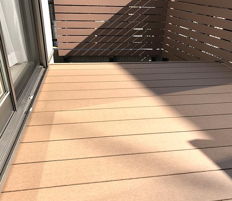 人工木デッキの床板写真