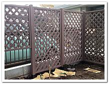 花壇整備の第一歩はラティス設置から