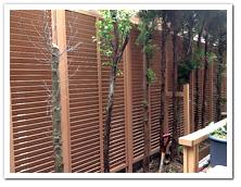 天然木ルーバーから人工木への取り替え