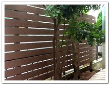 人工木横張りフェンス(L字型)設置例