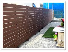 隣家との境界に設置した人工木ボーダーフェンス