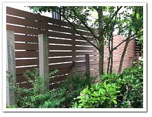 隣家との境界部分への人工木ボーダーフェンス設置例