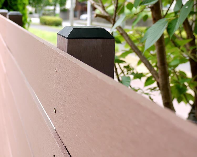 人工木ポスト上部の固定写真