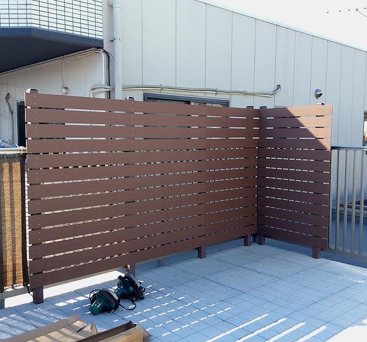 バルコニーへのフェンス設置完成!
