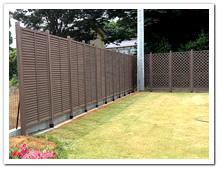 お庭周囲への人工木ルーバー及び人工木ラティス設置例
