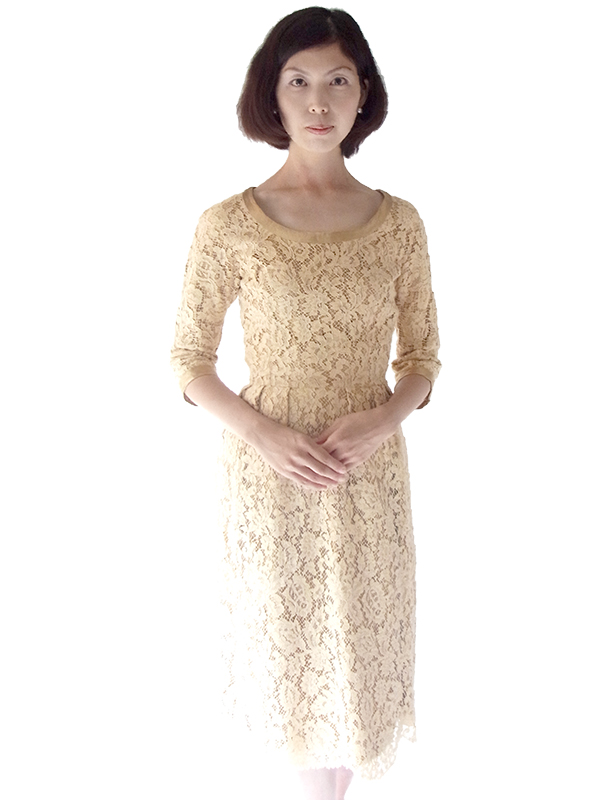 【送料無料】フランス買い付け 60年代製 ベージュ X 花柄コードレース ゴールドテープ アンティークドレス 16FC203【ヨーロッパ古着】