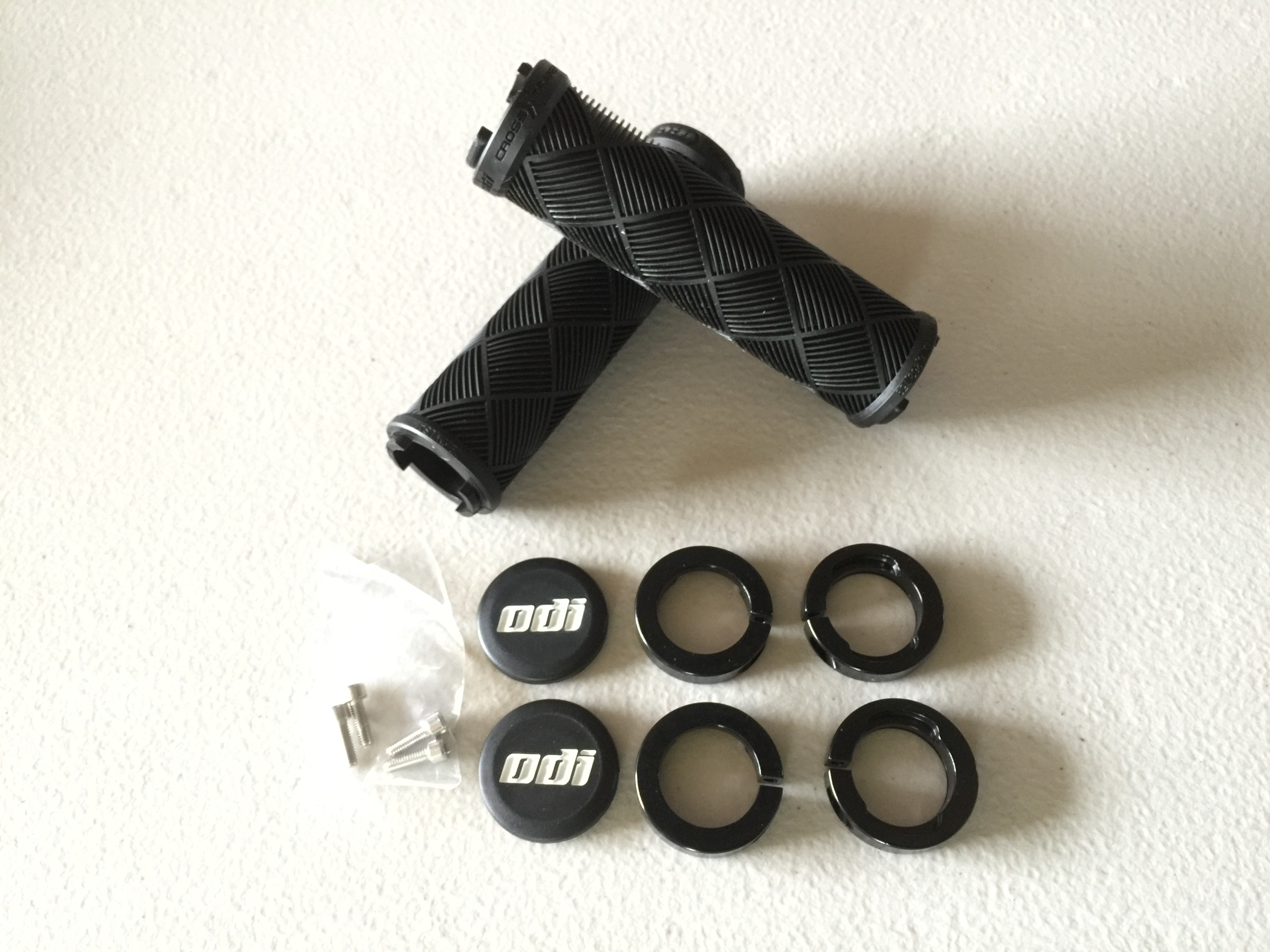 【D30CT】 odi Cross Trainer  Lock On Grips