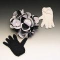 T5313 花束と2色の手袋(ゼブラ)