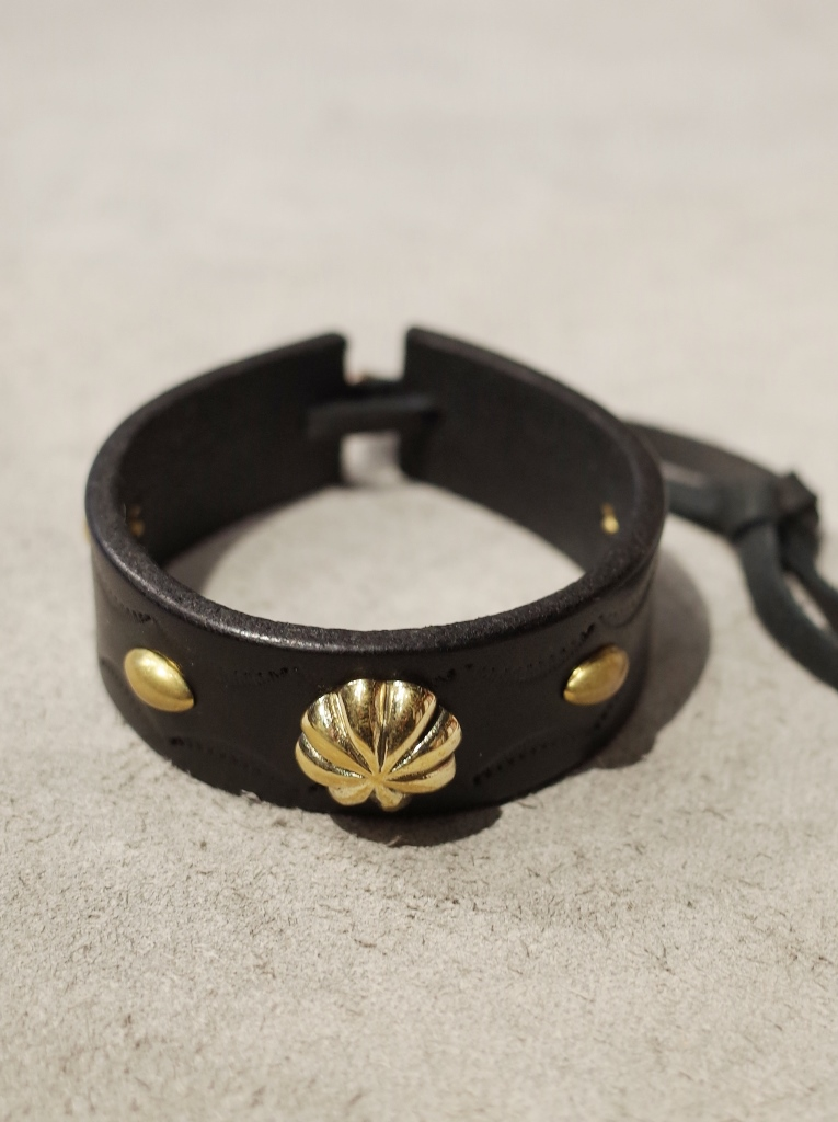 DEXTER  「BRASS CONCHO LEATHER BRACELET 」  BRASS製コンチョ レザーブレスレット