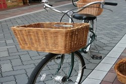 自転車の 自転車のカゴ取り付け : 自転車の前カゴ 【紅籐 自転車 ...