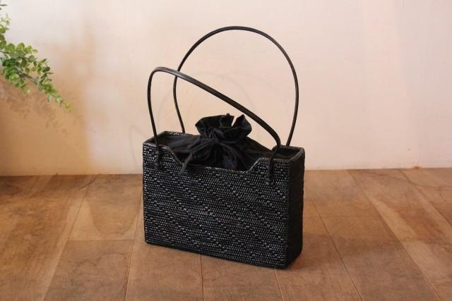 アタ 黒のかごバッグ