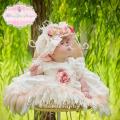 天使のようなフェザードレスと美しいモップハット「Precious Angelic Feather Baby Dress and Stunning Mop Hat」0歳から3歳