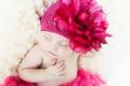 おおきなお花のクリップピン付ビーニー帽子ラズベリー