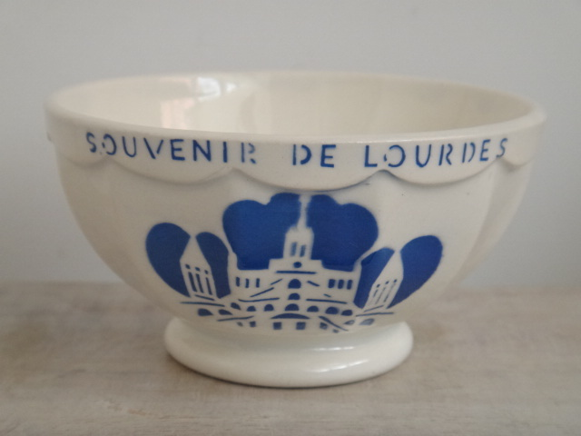 フランス アンティーク カフェオレボウル ルルド スカラップ SOUVENIR DE LOURDES Digoin製