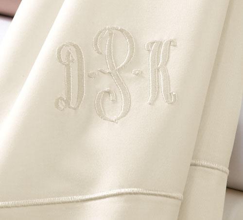 イニシャルを入れてみませんか? 刺繍オプション / ピローケース・クッションカバー・タオル限定 納期2~3週間程度