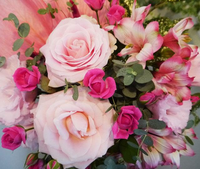 記念日には北海道の花屋・花スタイルで素敵なお花を贈りませんか。北海道札幌市にある人気のフラワーショップです。