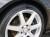 タイヤの右半分にだけタイヤコーティングを塗った状態。比較的新しく綺麗なタイヤですがタイヤコーティングを塗った箇所との差は歴然です