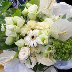 幡ヶ谷に贈る花束 ホワイトガーデン 二子玉川の花屋 ネイティブフラワーイーダ