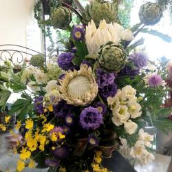二子玉川に贈るお祝い花  【生花アレンジ】ビームフラッシュ