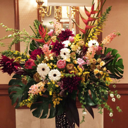大崎に贈るスタンド花 豪華お祝いスタンド花 公演祝い 講演会お祝い オーダーメイド 二子玉川の花屋