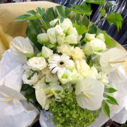 銀座のママに贈る誕生日の花束 ホワイトガーデン 二子玉川の花屋