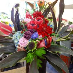 新宿区に贈るスタンド花 アレンジメント【生花アレンジ】アマロージョ