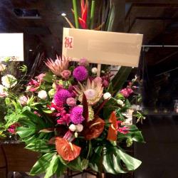 渋谷区本町に贈るスタンド花 ピーチグリーン