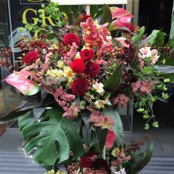 新宿区に贈るお祝いスタンド花 グロリアンス