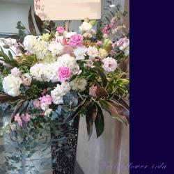 信濃町に贈るお祝いスタンド花 スノーピンク