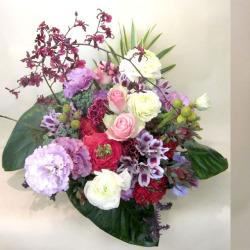 アレンジ装花 バラとトルコギキョウのアレンジメント 二子玉川の花屋 ネイティブフラワーイーダ
