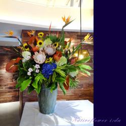高輪に贈るお祝い花 大きなアレンジメント セレブレイト