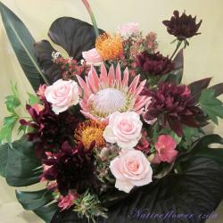 高輪に贈るお祝い花 大きなアレンジメント ブラックインパクト