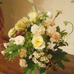 明治神宮 スタンド花 大きなアレンジメント サラ