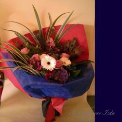 明治神宮 花束 白ガーベラと羽 二子玉川の花屋