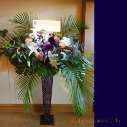 渋谷区本町に贈るスタンド花 ホワイトパーム