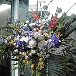 東麻布(港区)に贈るお祝いスタンド花 ビッグセローム