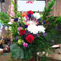 住吉町に贈るお祝いスタンド花 クリスマスシーズンスタンド